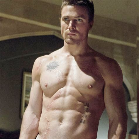shirtless pictures of stephen amell popsugar celebrity