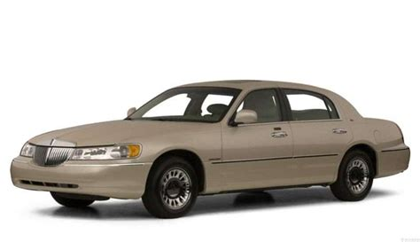 2000 lincoln town car pictures including interior and exterior images autobytel com
