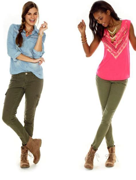 shirts that go with green pant uhr