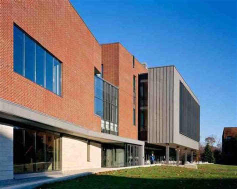Molloy College One Year Mba by Molloy College Cus Center Rockville Centre Building