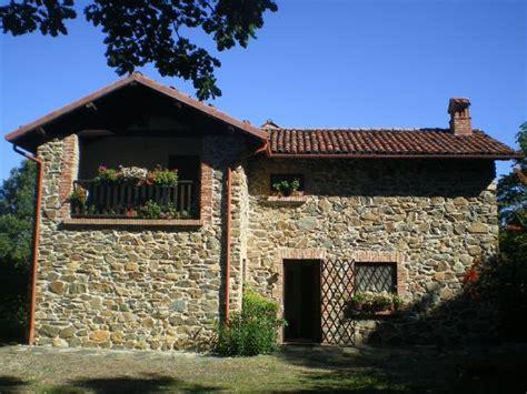 Foto In Pietra Ristrutturate by Cascina In Pietra Ristrutturata Sita In Parco Naturale