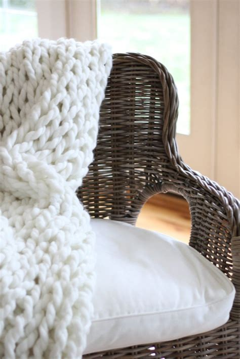 Diy Knit Rug by Diy Chunky Knit Throw And Rug Zevy