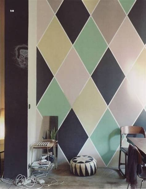harlequin pattern on wall diamond wall decor paint ideas pinterest