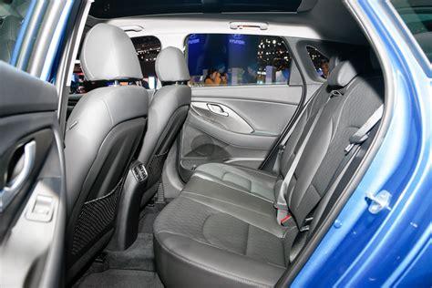 Hyundai Elantra Interior by 2018 Hyundai Elantra Gt Look Motor Trend