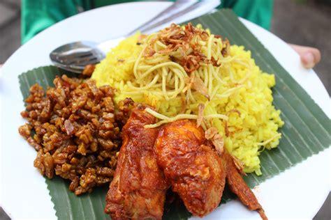 membuat nasi kuning khas tradisi jawa komplit