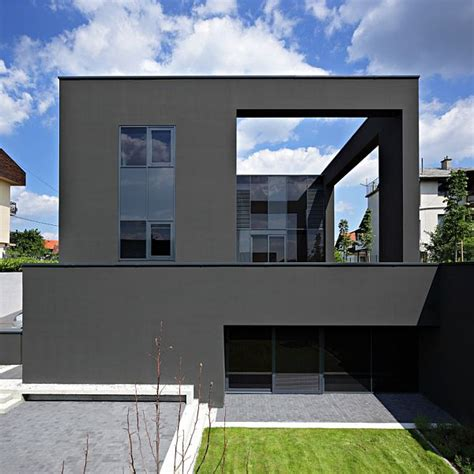 all black house the black house facade in zagreb croatia 外観が真っ黒な家 all black