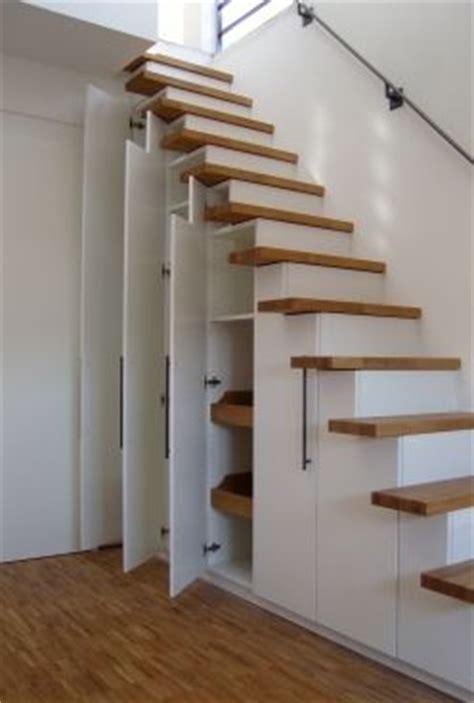 wandschrank verkleiden die 25 besten ideen zu stauraum unter der treppe auf