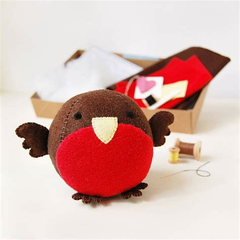 pattern for a felt robin make your own robin craft kit by clara and macy