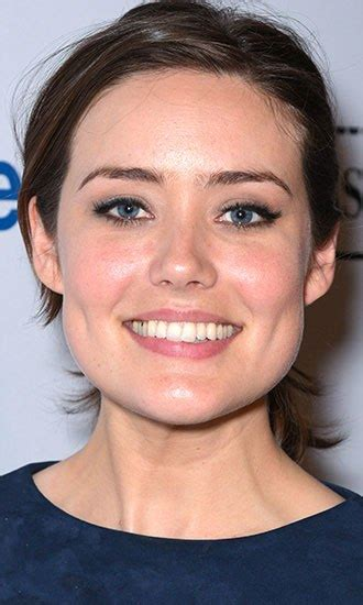 why does megan boone wear a wig megan boone celebrity profile hollywood life
