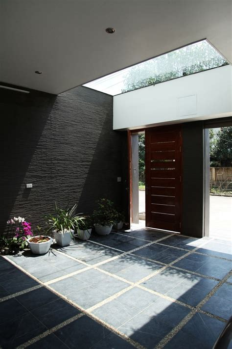 Asian Rectangular House with Small Courtyard : HouseBeauty