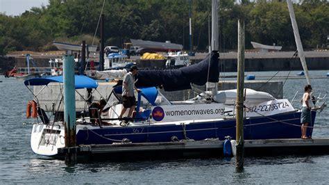 cuando un barco llega a puerto el quot barco del aborto quot holand 233 s llega a las costas de
