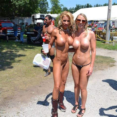 Mommy Likes To Be Naked Outdoors Mature Porn Photo
