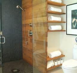 regale bad badezimmer regale wandgestaltung holz glas trennwand