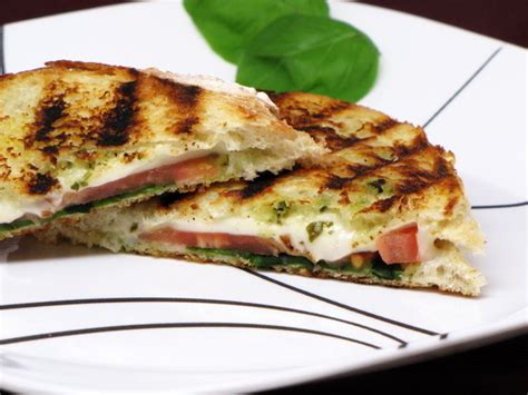 Link Mozzarella And Pesto Grilled Cheese by Pesto And Mozzarella Grilled Cheese 400 Calories Or Less