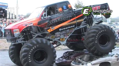 bigfoot 5 crushing monster trucks tmb tv monster trucks unlimited quot moment quot electric