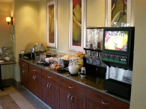 hotel free breakfast picture of comfort suites vacaville