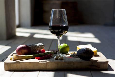foto bicchieri di vino immagini cibo produrre bere vino rosso natura