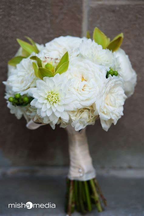 Buket Bunga Dahlia Flanel Size M bridal bouquet of alabaster garden roses white dahlias
