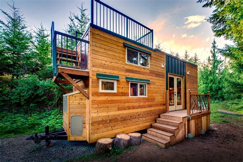 Tiny House With Deck | basec tiny home boasts a large rooftop deck for