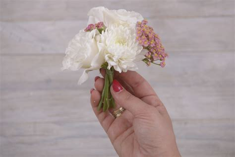 fiori fai da te matrimonio fai da te con fiori cestino floreale da matrimonio