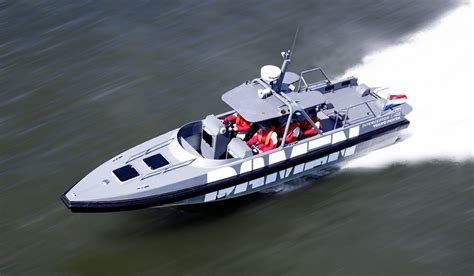 ultra fast boats interceptor 1102