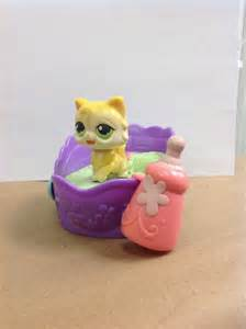 littlest pet shop lps cat with bed magnet bottle