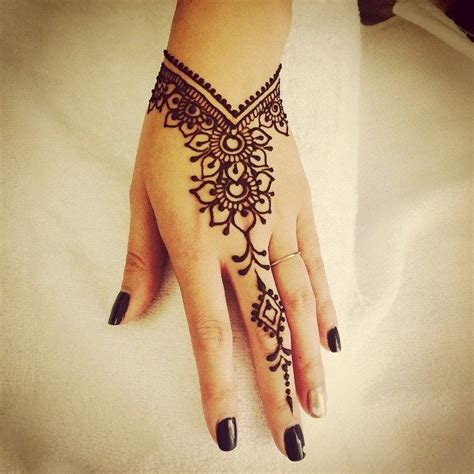 henna tattoo hand klein 25 best ideas about simple henna designs on