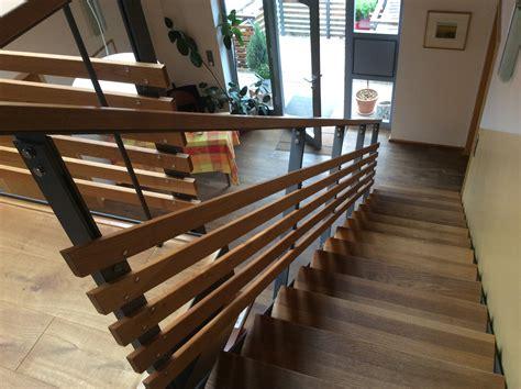 treppengeländer holz treppengel 228 nder holz metall mit holzbelag