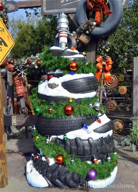 california backyard christmas trees 1000 images about disneyland at christmas on pinterest