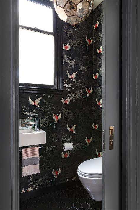 wc tegels behangen mooi behang voor een luxe toilet interieur inrichting