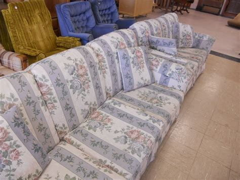 floral couch and loveseat lot detail flexsteel floral couch and loveseat