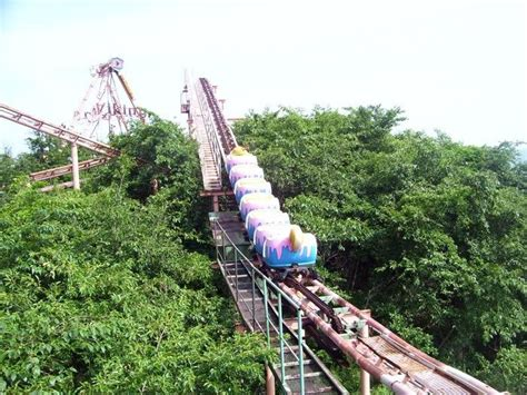 okpo land south koreas abandoned amusement park 12 pics okpo land in south korea closed in 1999 lost pinterest