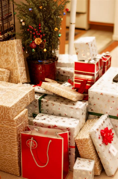bunch  christmas presents pictures   images  facebook tumblr pinterest