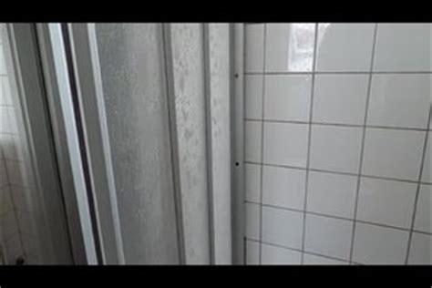 Kunststoff Reinigen Hausmittel by Kalk Auf Der Duschtrennwand Kunststoff Richtig Reinigen
