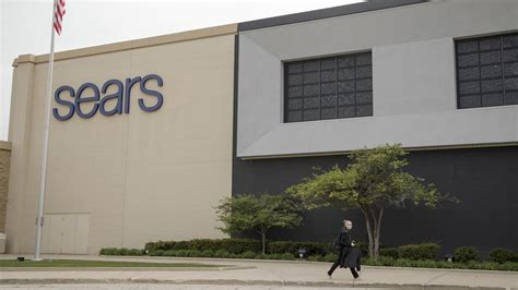 Chicago Tribune Garage Sales by Sears Ceo Still Committed To Turnaround But Signs Are