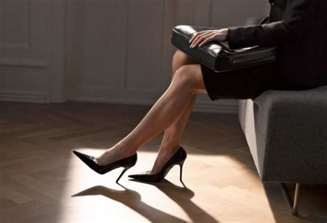 how to wear high heels comfortably to heel or not to heel genius tips to make heels comfortable
