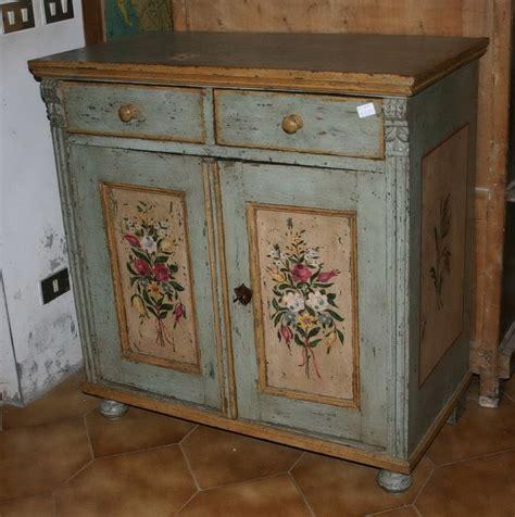 mobili tirolesi dipinti oltre 1000 idee su comodini dipinti su