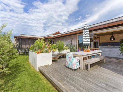 beach house backyard family beach house with skate r modern house designs