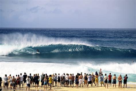 kelly slater surfing pipeline pipeline backdoor surf photo by kelly slater surf
