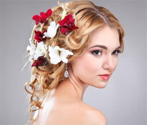 fiori di sposa acconciature sposa con fiori le pettinature pi 249