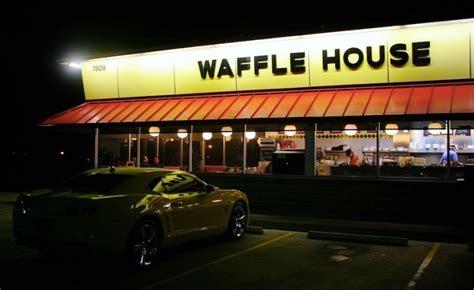 waffle house pay waffle house makes waitress give back a 1 000 tip