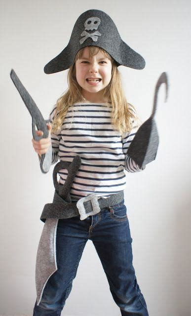 diy pirate costume a diy felt pirate costume for costumemodels