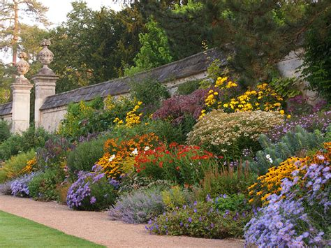 Garden Border Planting Ideas Rock Gardens With Perrenials Of The Garden This Border Relies Entirely On Herbaceous