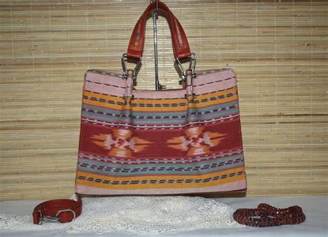 Tas Etnik Tenun Buna Karawang Ntt Dikombinasi Kulit Sapi tas kain tenun natha shop tas kulit dan kain tenun khas indonesia 290 tas tenun ntt kain