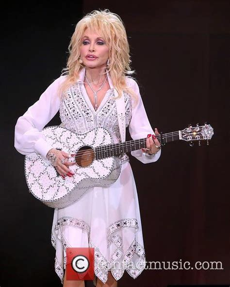 dolly parton 10 facts about the glastonbury performer contactmusic com