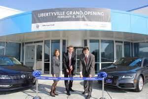 vw credit  celebrates expansion  libertyville facility creates   jobs