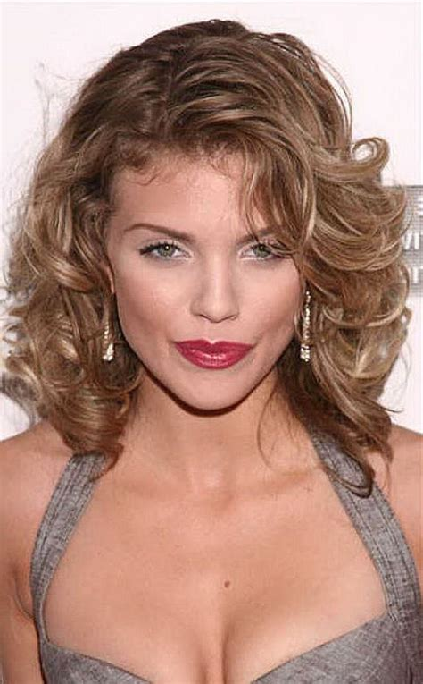 everyday hairstyles with side bangs 21 layered curly hairstyles to try everyday feed inspiration