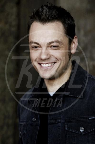 tiziano ferro tzn the best of tiziano ferro tiziano ferro ritorna con tzn the best of kikapress