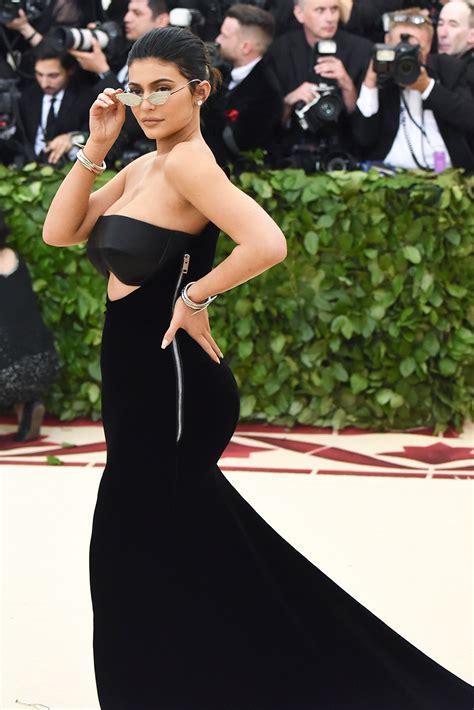 kim kardashian kylie jenner birthday 2018 kim kardashian kylie jenner s best 2018 looks photos