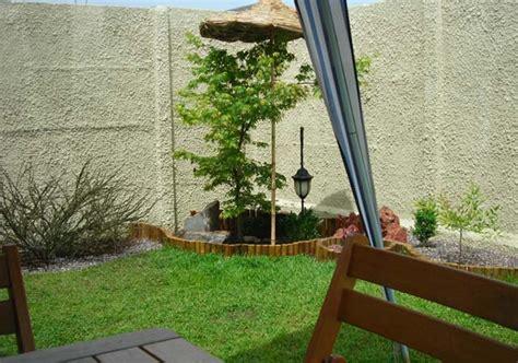 imagenes de jardines minimalistas pequeños descubre originales adornos para decorar jardines peque 241 os